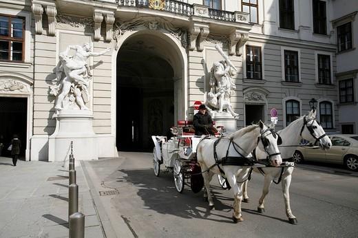 Fiaker, horse drawn carriage, entering the Heldenplatz, Heroe´s Square through the Hofburg Castle, Vienna, Austria : Stock Photo