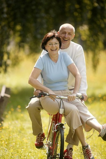 Stock Photo: 1848-80881 Senior couple, bicycle, vital