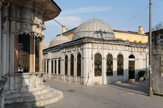 Huesrev_Pasa library, Adil Sultan Tuerbesi, Iskelesi_Bostan Sok, Eyuep Muslim village on the Golden Horn, Istanbul, Turkey : Stock Photo