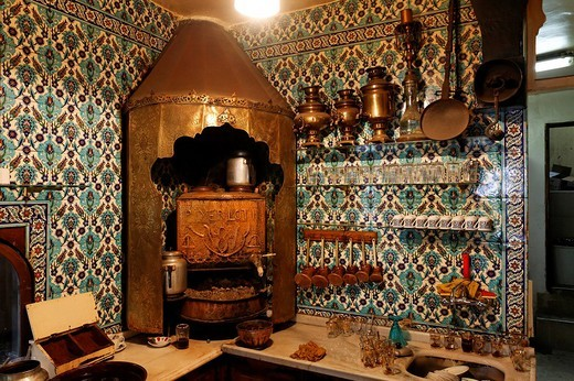 Historical Turkish coffee kitchen in the cafa Pierre Loti, Eyuep village, Golden Horn, Istanbul, Turkey : Stock Photo