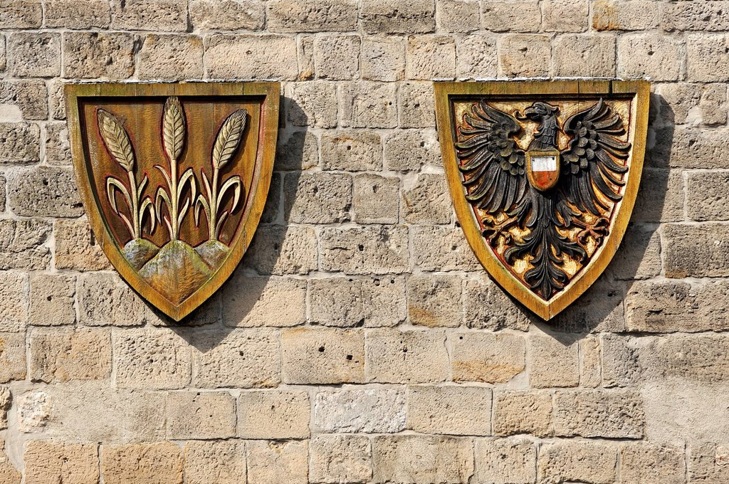 Stock Photo: 1848-813765 Coat of arms for the Free Imperial City of Dinkelsbuehl next to the Imperial Eagle, Woernitz Gate