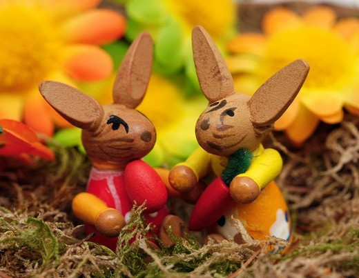 Stock Photo: 1848-82032 Two wooden Easter bunnies in basket with decorative flowers