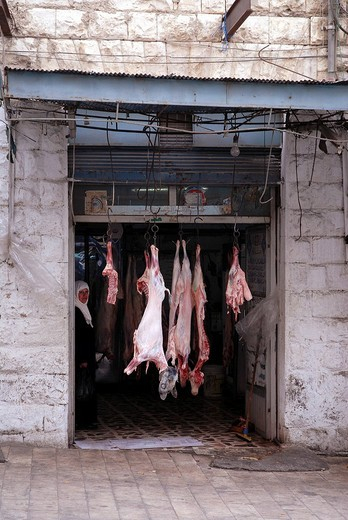Butcher shop along the King´s Highway in Kerak, Jordan, Wadi al_Mujib : Stock Photo
