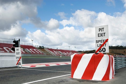 Signs displaying the speed limit for the pit_lane at the Autodromo do Algarve racing circuit near Portimao, Portugal, Europe : Stock Photo