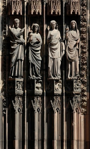 Sculptures next to central portal to Cathedral of our Lady of Strasbourg, Strasbourg, Alsace, France : Stock Photo