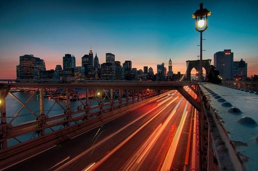 Brooklyn Bridge and Manhattan at dusk, New York, USA : Stock Photo