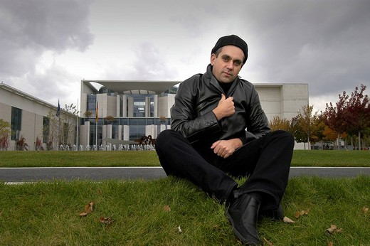 Author Wladimier Kaminer in front of the Federal Chancellery, Berlin, Germany : Stock Photo