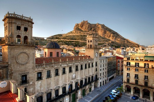 Stock Photo: 1848-89733 Spain, Alicante : Old town, City Hall, Anyuntamiento and Monte Benacantil hill