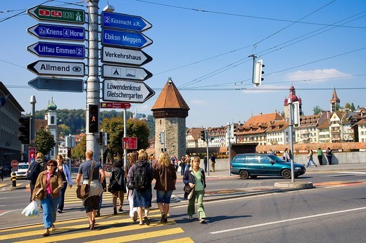 Stock Photo: 1848-91630 Pedestrians, road signs and Kapellbruecke, Lucerne, Switzerland, Europe