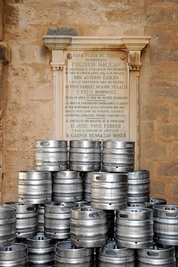 Beer kegs in front of a commemorative plaque in Coliseu Balear, Plaza Praca de Toros, bullfight arena from 1929, Palma de Mallorca, Majorca, Balearic Islands, Spain, Europe : Stock Photo