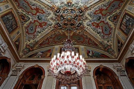 Stock Photo: 1848-9384 Richly decorated ceiling with chandelier, magnificent staircase, Dolmabahce Palace, Sultan´s palace from the 19th Century, Besiktas, Istanbul, Turkey