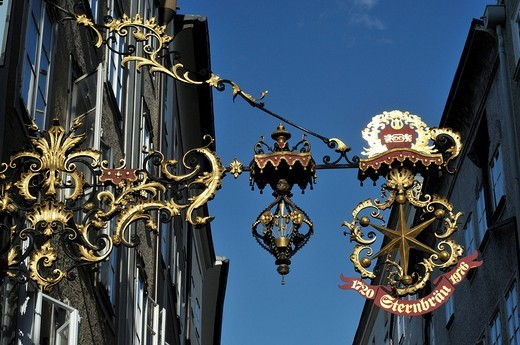 Stock Photo: 1848-94125 Guild signs or craft signs, Getreidegasse in the historic centre of Salzburg, Austria, Europe