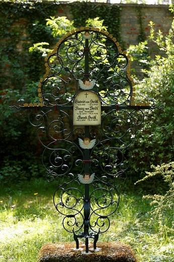 Stock Photo: 1848-94166 Wrought iron cross, Gabriel von Seidl´s grave, Alter Suedlicher Friedhof, Old Southern Churchyard, Isarvorstadt, Munich, Bavaria, Germany, Europe
