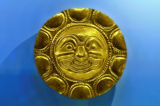 Pre_Columbian goldwork collection, solar disk, Gold Museum, Museo del Oro, Bogotá, Colombia, South America : Stock Photo