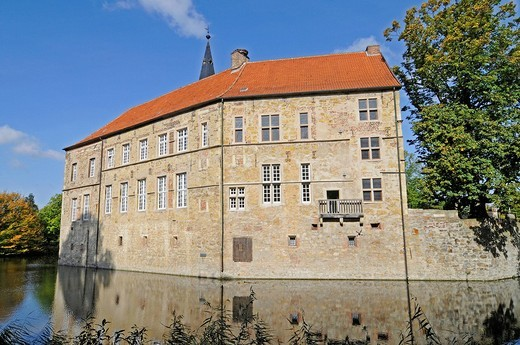 Moat, Wasserburg Luedinghausen, a moated castle, Luedinghausen, Coesfeld, Muensterland, North Rhine_Westphalia, Germany, Europe : Stock Photo