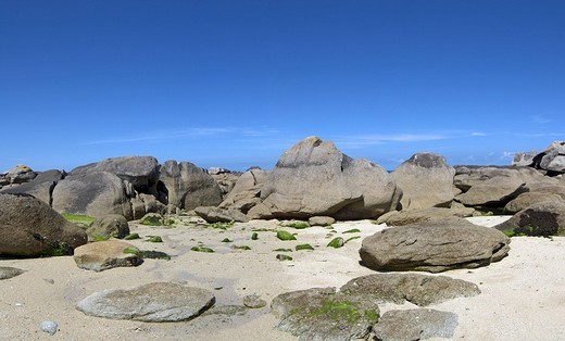 Rock formations near to the Pontusval Lighthouse, Brignogan, Brittany, France, Europe : Stock Photo
