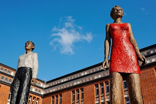 Stock Photo: 1848-99529 Bronze sculpture Mann+Frau by Stephan Balkenhol, Hamburg, Germany