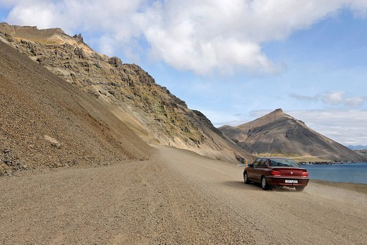 Stock Photo: 1848-99880 Gravel road along the southern coast of Iceland between Hoefn and Djúpivogur, Iceland, Atlantic Ocean