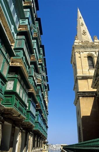 Typical maltese bay windows, historic center of Valetta, Malta : Stock Photo