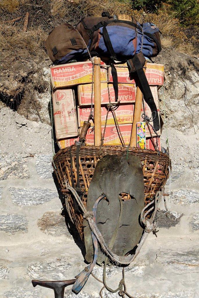 Load of a Sherpa porter, Solukhumbu, Khumbu, Mount Everest Region, Nepal : Stock Photo