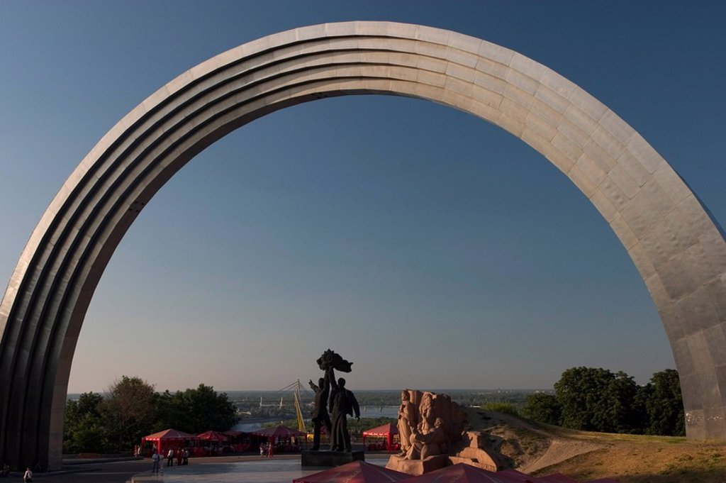 Ukraine Kiev at the Chrescatyj park the monument of nations friendship 1982 metal 60 m diameter memorial of russian and ukrain workers sculpture of the Prerejaslav comite 1654 sunset 2004 : Stock Photo