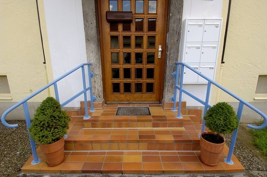 Kempten-Allgaeu, houseentrance with staircase : Stock Photo