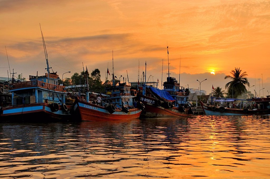 Fishing boats at sunset on the Mekong River, My Tho, Mekong Delta, Vietnam, Asia : Stock Photo