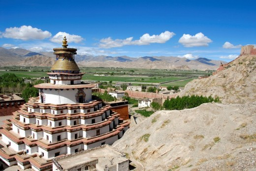 Stock Photo: 1848R-294579 View of the Kumbum with the surroundings Pelkor Chöde Monastery Gyantse Tibet China