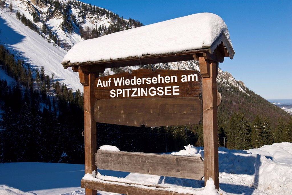 Sign Wiedersehen am Spitzingsee See you again at Spitzing lake, Bavaria, Germany : Stock Photo