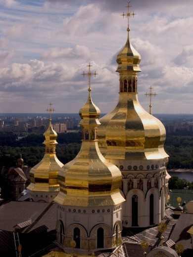 Stock Photo: 1848R-298298 Ukraine Kiev the monastery of cave Kyjevo Pecers´ka Lavra golden domes of the Uspens´ky Cathedral golden domes and crosses shines in sunlight 2004