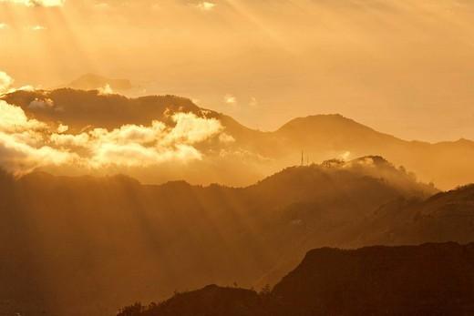 Stock Photo: 1848R-299249 Sunrise viewed from the mountain Achada do Teixeira 1592m with a view to the peninsule Ponta de Sao Lorenco, Madeira, Portugal