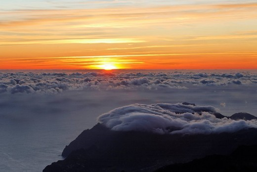 Sunrise viewed from the mountain Achada do Teixeira 1592m with a view to the peninsule Ponta de Sao Lorenco, Madeira, Portugal : Stock Photo