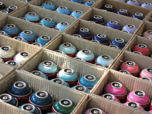 Stock Photo: 1848R-306750 Cans of spray paint