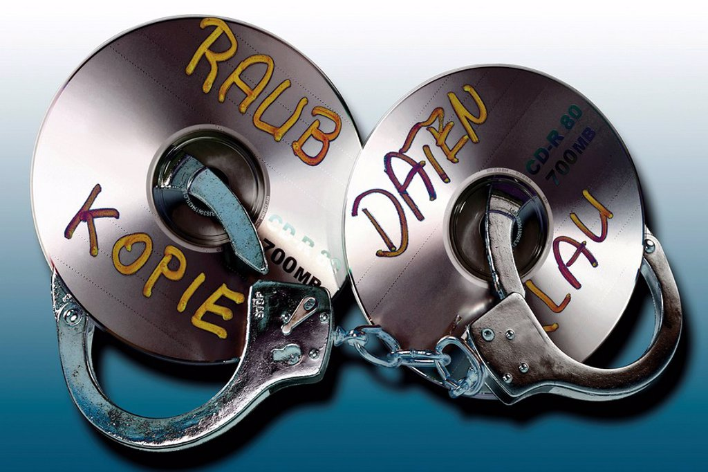 Handuffs and CD/DVD: symbolic for data theft crime : Stock Photo