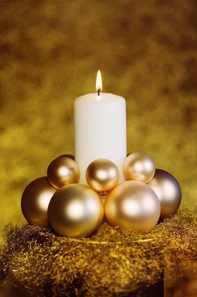 Stock Photo: 1848R-313512 White burning candle with Christmas ball ornament