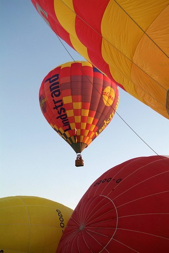Stock Photo: 1848R-316633 Balloon festival 2 9 05 - 4 9 05 in bienenbuettel