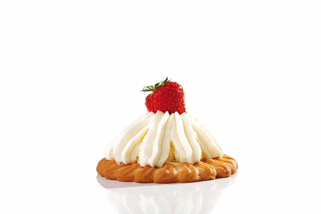 Strawberry tart with cream : Stock Photo