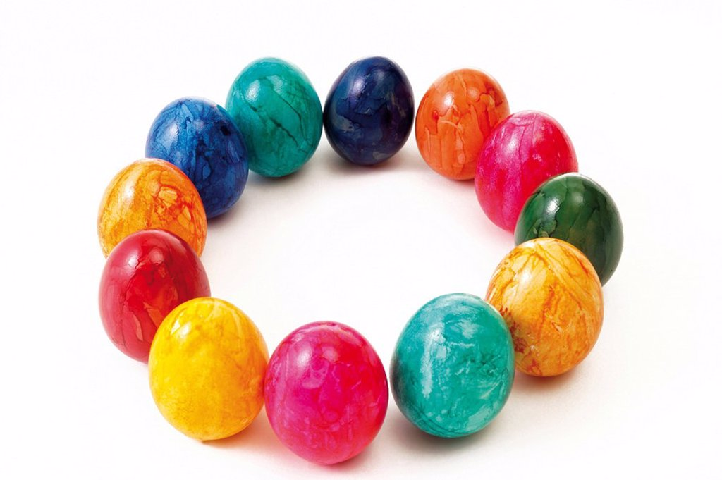 Stock Photo: 1848R-319220 Colourful painted Easter eggs arranged in a circle
