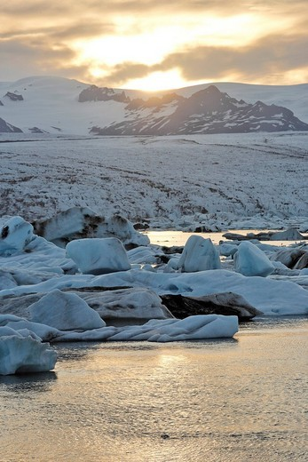 Icebergs with Breiðamerkurjoekull Glacier in the background, Joekulsarlon glacial lake, southern coast of Iceland, Atlantic Ocean : Stock Photo