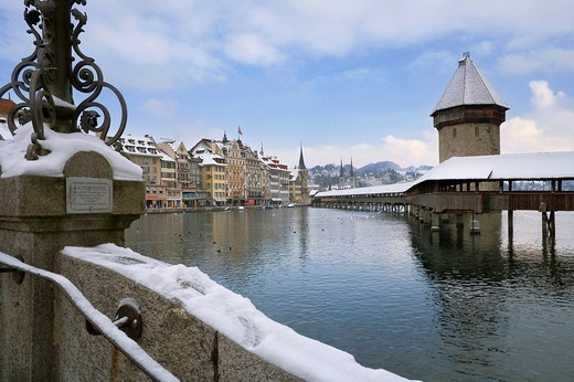 Stock Photo: 1848R-330391 Kapellbruecke over the Reuss, old town, Lucerne, Switzerland, Europe