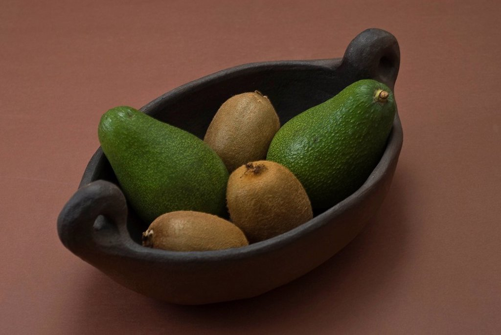 Stock Photo: 1848R-331626 Avocados and kiwi fruits in an archaic clay bowl