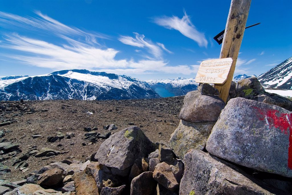 Trail marker along a hiking trail in Jotunheinem National Park, Norway, Scandinavia : Stock Photo