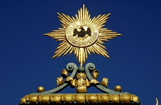 Stock Photo: 1848R-334688 Golden sun with armof eagle castle Charlottenburg, Berlin, Germany