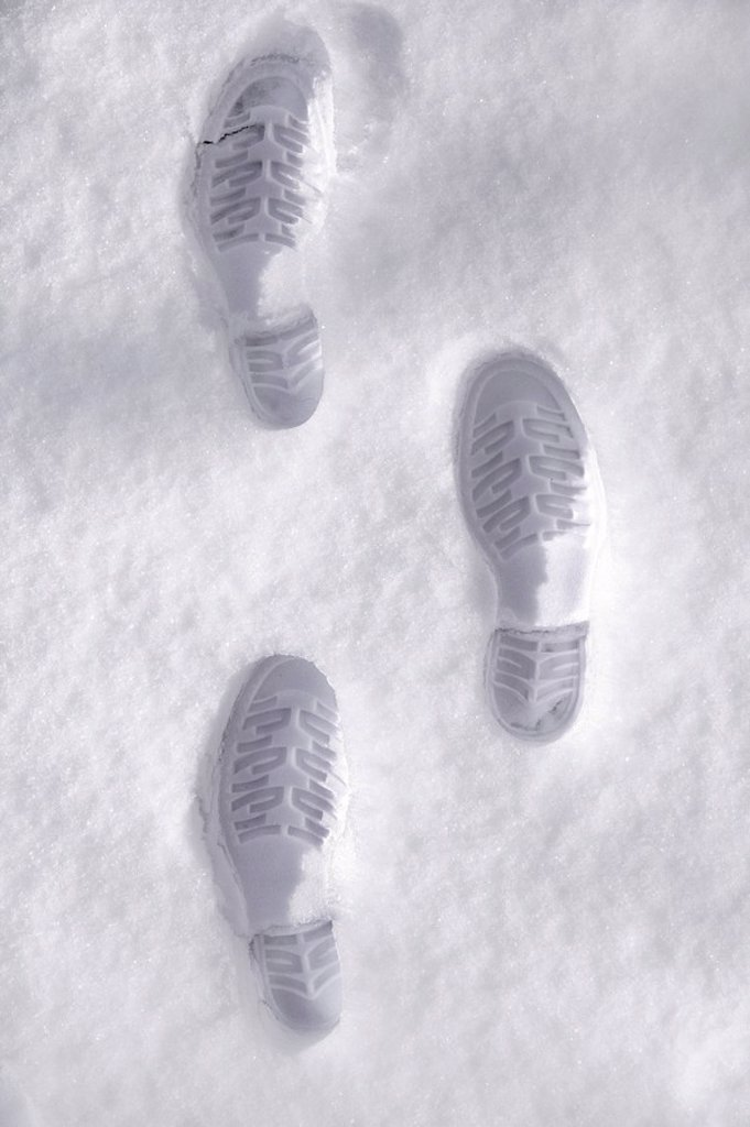 Stock Photo: 1848R-338344 Footprints in the snow