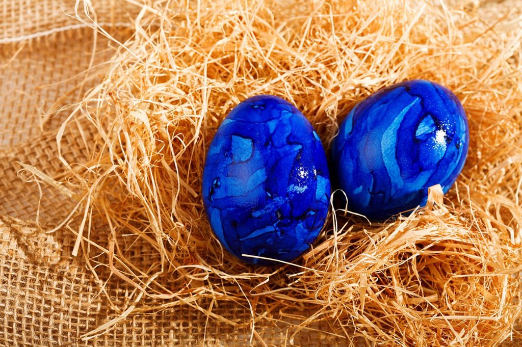 Easter eggs on straw : Stock Photo