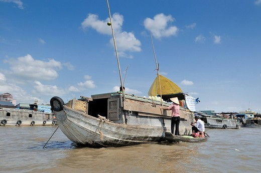 Stock Photo: 1848R-340562 Market boat with vegetables at the floating market of Can Tho, Mekong Delta, Vietnam, Asia