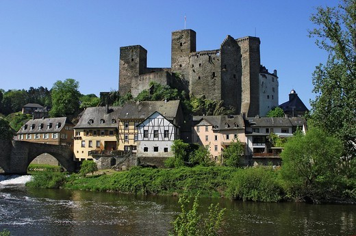 Stock Photo: 1848R-344710 View on historical city Runkel at river Lahn with castle and arch-bridge, Hesse, Germany