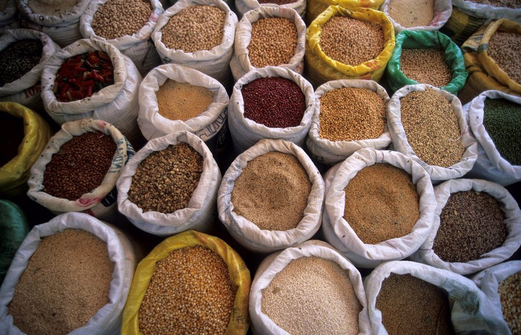 Stock Photo: 1848R-344779 Different sorts of grain at a market