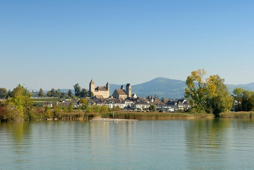 Rapperswil - the rapperswil castle an the old part of town - canton of St  Gallen, Switzerland, Europe : Stock Photo