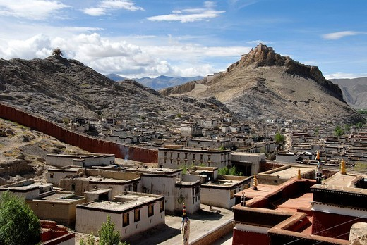 View of the old town with fortress Dzong from Pelkor Chöde Monastery Gyantse Tibet China : Stock Photo